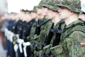 Kitąmet į kariuomenę planuojama pašaukti daugiau karių