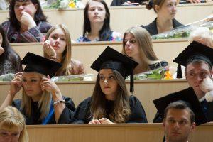 Stipendijos studentams didėja, bet jas gauna ne visi nusipelnę