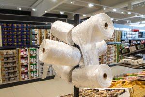Pirkėjai vis dažniau tausoja aplinką: renkasi daugkartinius maišelius