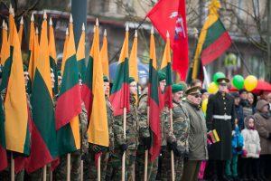 Lietuva švenčia: pakeltos vėliavos, tūkstantinė minia dalyvavo eitynėse