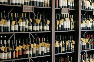 Nuo sausio toliau griežtinama alkoholio rinka