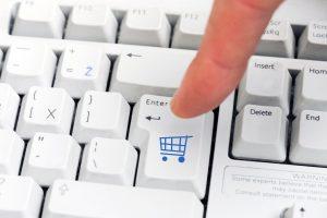 Perspėja – į sukčių pinkles galite pakliūti ir apsipirkdami internetu