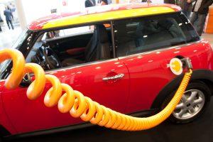 Elektromobiliams bus suteikiami specialūs registracijos numeriai