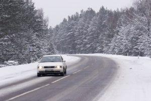 Rytų Lietuvoje eismo sąlygas sunkina slidūs keliai