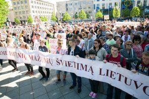 Bandoma lengvinti lietuvių kalbos egzaminą tautinių mažumų moksleiviams