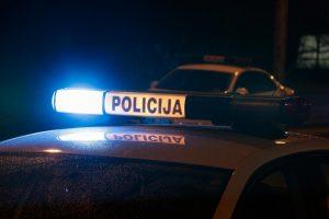 Ąžuolyne keturi užpuolikai apiplėšė 19-metį