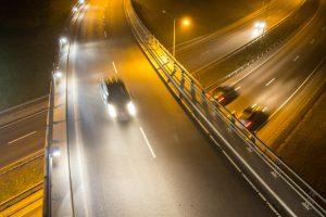 Tamsusis metas: kokios gudrybės padėtų vairuotojams?