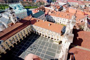 Buvęs rektorius prašo 8,2 mln. eurų VU kiemeliams tvarkyti