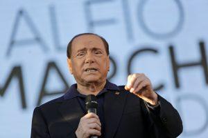 Skandalingajam S. Berlusconi sėkmingai atlikta širdies operacija