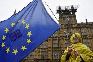 """ES apgailestauja dėl britų tarto """"ne"""" """"Brexito"""" susitarimui"""