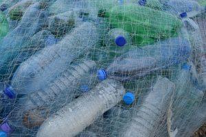 Plastiko krizė didesnė, nei manėte: butelių perdirbimas jos neišspręs