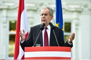 """Naujasis Austrijos prezidentas: profesorius, įveikęs """"vilką ėriuko kailyje"""""""