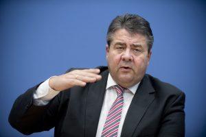 Vokietijos ministras varžysis su A. Merkel dėl kanclerio posto