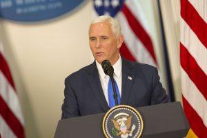 Prezidentė su M. Pence'u Taline aptars saugumo klausimus