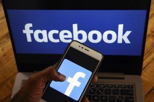 """""""Facebook"""" siunčia perspėjimus dėl duomenų nutekinimo nukentėjusiems vartotojams"""