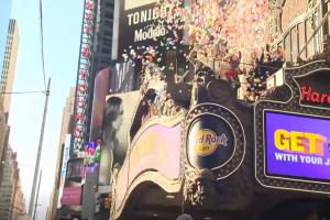 Niujorkas ruošiasi Naujiesiems: vyko konfeti fiesta