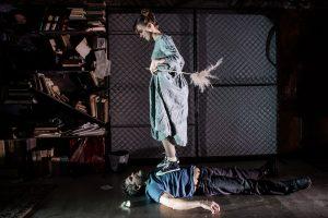 Nauji spektakliai, skirti egzistencialistams, poezijos ir medijų teatro mėgėjams