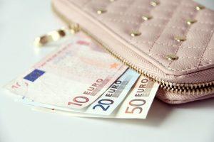 K. Glavecko siūlymas: atsiskaitymai grynaisiais – iki 10 tūkst. eurų