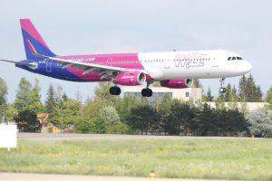 """""""Wizz Air"""" pilotai bus rengiami Lietuvoje"""