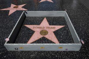 Policija tiria D. Trumpo žvaigždės Holivudo šlovės alėjoje suniokojimą