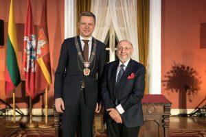 Dailininkui S. Bakui įteiktos Vilniaus garbės piliečio regalijos