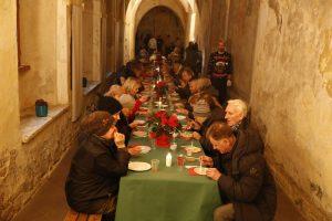 Šv. Pranciškaus Asyžiečio (Bernardinų) parapija prie stalo sukvietė stokojančius