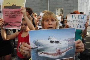 """Prancūzija pareiškė negalėsianti Rusijai pateikti """"Mistral"""" tipo laivo"""