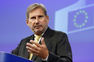 Vakarų Balkanai nėra stovėjimo aikštelė migrantams, pareiškė ES komisaras