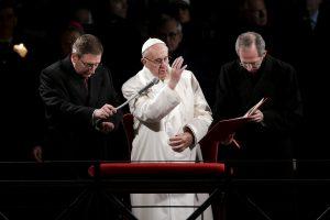 """Popiežius viešai pasmerkė Europos """"apmarintą sąžinę"""" dėl migrantų"""