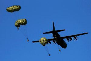 Rumunijoje į ligoninę pateko 12 amerikiečių parašiutininkų