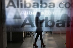 Kinijos elektroniniai bankai apie skolininkus sužino socialiniuose tinkluose