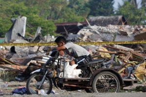 Po žemės drebėjimo Indonezijoje be namų liko mažiausiai 45 tūkst. žmonių