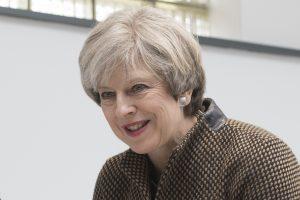 Th. May: Briuselis grasinimais stengiasi paveikti rinkimų Britanijoje rezultatus