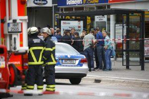 Hamburgo prekybos centre peiliu nudurtas žmogus, dar keli sužeisti
