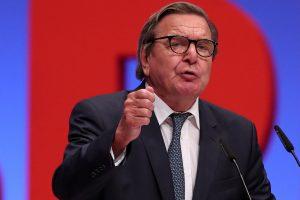Buvęs Vokietijos kancleris tarpininkavo dėl vokiečio paleidimo į laisvę Turkijoje