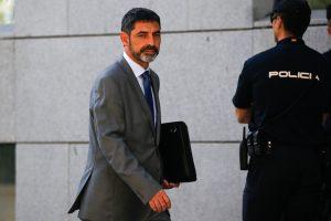 Teismas nepatenkino prokurorų prašymo suimti Katalonijos policijos viršininką