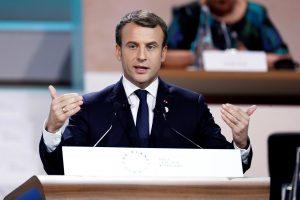 E. Macronui – kritika dėl planų atidžiau stebėti Prancūzijos bedarbius