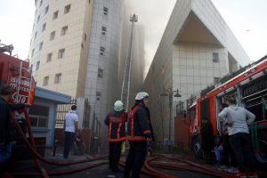 Stambulo ligoninėje kilus didžiuliam gaisrui evakuoti pacientai