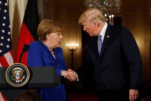 D. Trumpas priėmė A. Merkel Baltuosiuose rūmuose