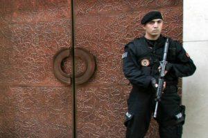 Turkijos pareigūnai ieško įtariamojo, apšaudžiusio arbatinę dėl arbatos kainos
