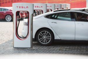 Norvegai uždraus pardavinėti automobilius su vidaus degimo varikliais
