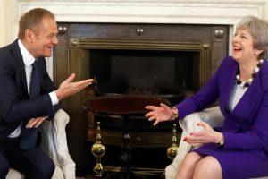 Svarbios Th. May kalbos išvakarėse britų premjerė ir D. Tuskas susitiko Londone