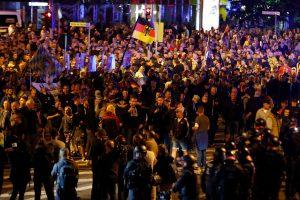 Vokietijoje per tūkstantį žmonių protestuoja prieš dešiniųjų ekstremizmą