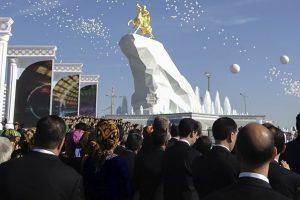 Iš uždaros šalies grįžęs lietuvis: žmonės vykdo bet kokį prezidento leptelėjimą