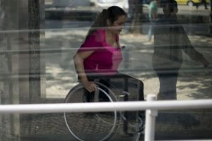Po neįgaliųjų įstatymo pertvarkos – pašalpų neteko beveik 0,5 mln. rusų