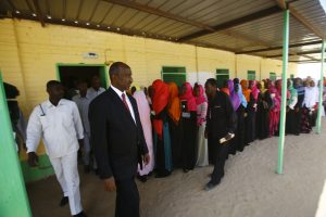 Darfūras balsuoja dėl savo statuso sukilėlių boikotuojamame referendume
