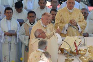 """Popiežius paskelbė šventaisiais """"gaučų kunigą"""" ir dar šešis žmones"""