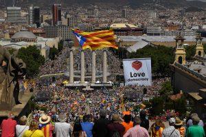 Barselonoje tūkstančiai reiškia paramą balsavimui dėl Katalonijos nepriklausomybės