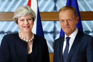 """T. May siūlo, kad po """"Brexit"""" ES piliečiai galėtų likti šalyje (papildyta)"""