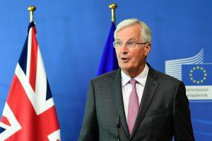 """ES vyriausiasis """"Brexit"""" derybininkas ragina Britaniją pradėti """"rimtai derėtis"""""""